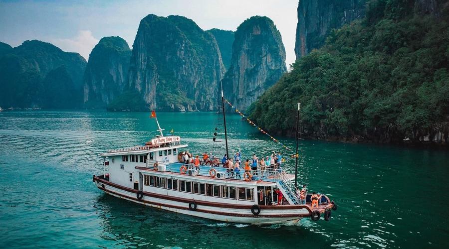 Bai Tu Long Bay, Halong Bay, Vietnam, Asia
