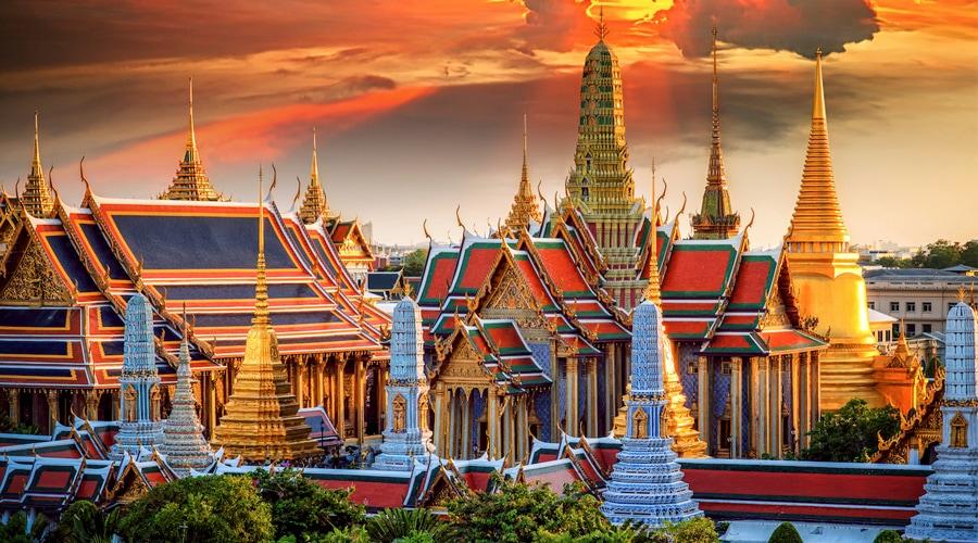 Temple of the Emerald Buddha, (Wat Phra Kaew), Bangkok, Thailand, Asia