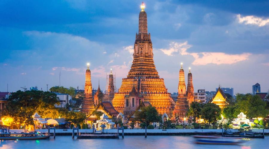 Wat Arun Ratchavararam Tempal of Dawn, Bangkok, Thailand, Asia