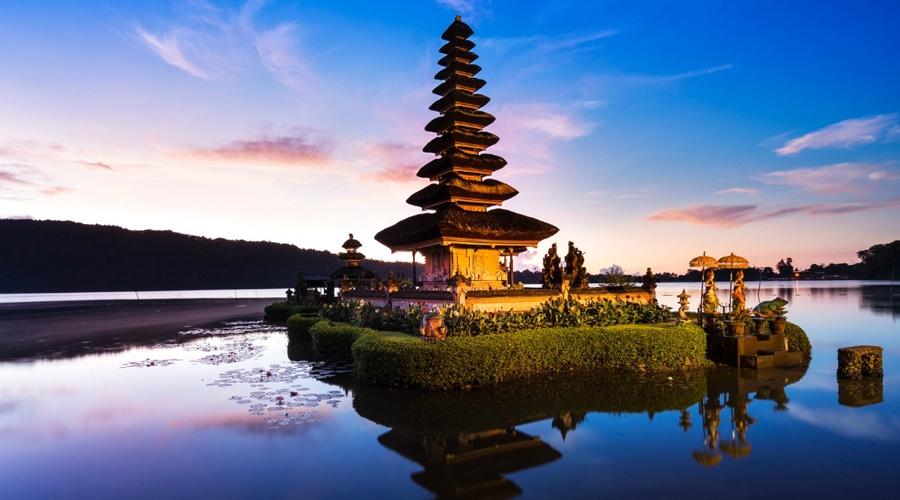 Ulun Danu Beratan Temple (Pura Bratan), Bali, Indonesia, Asia